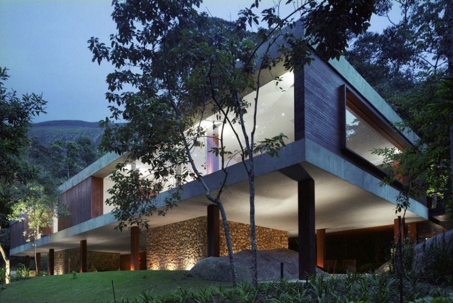 Modern BR House by Marcio Kogan