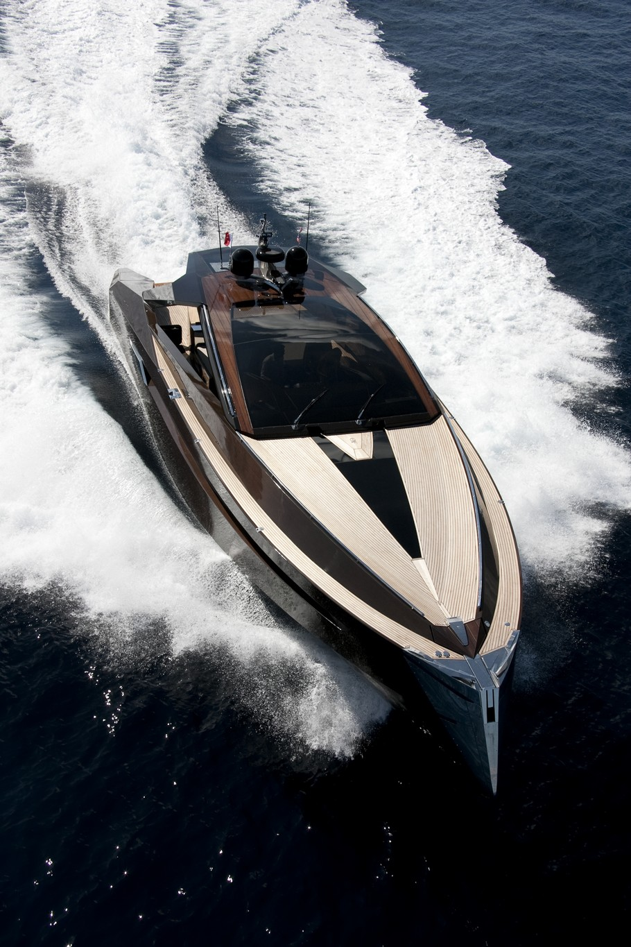 Luxury-Yacht-By-Art-of-Kinetik