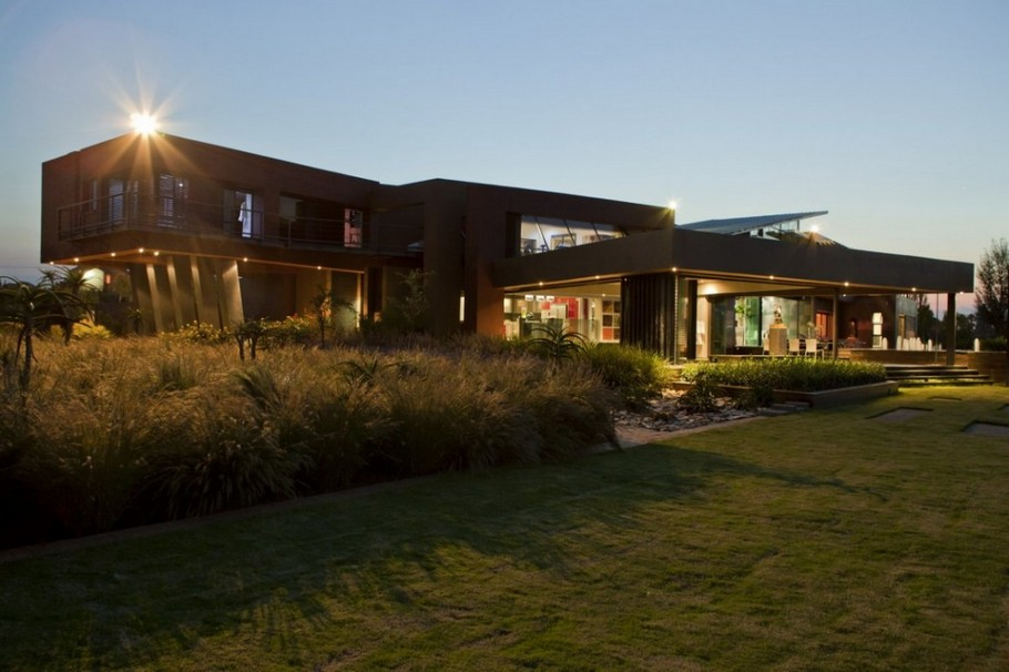 Contemporary  Home Pretoria, South Africa (2)