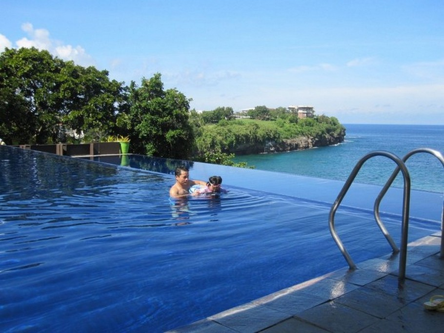 The Top Luxury Swimming Infinity Pools from around the world