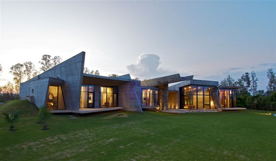 3 Luxury House by the Ganges River by Rajiv Saini & Associates