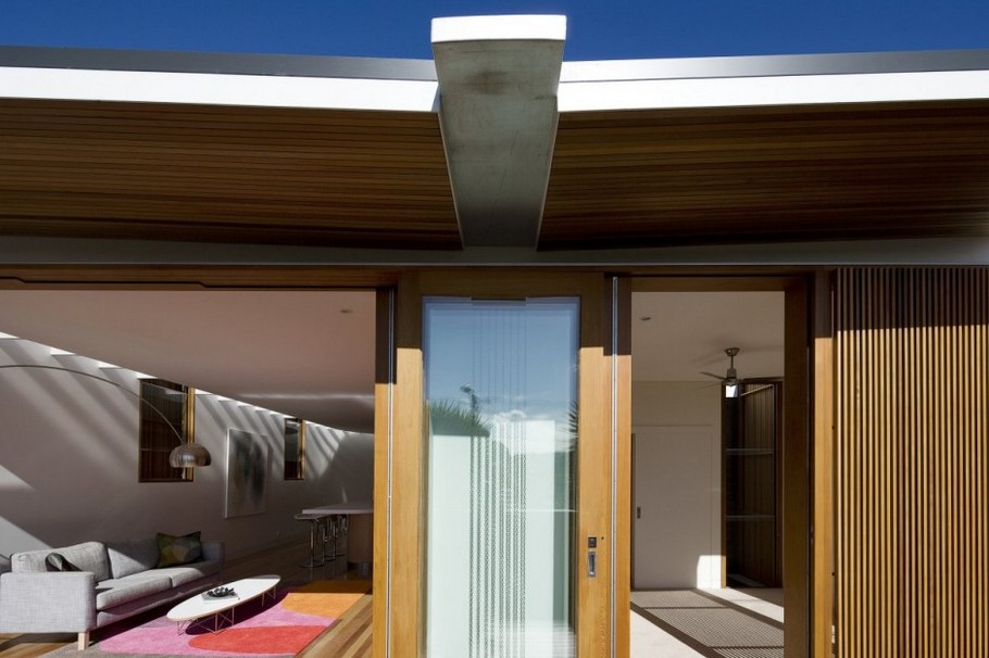 7 Curl Curl Beach House by CplusC Architects