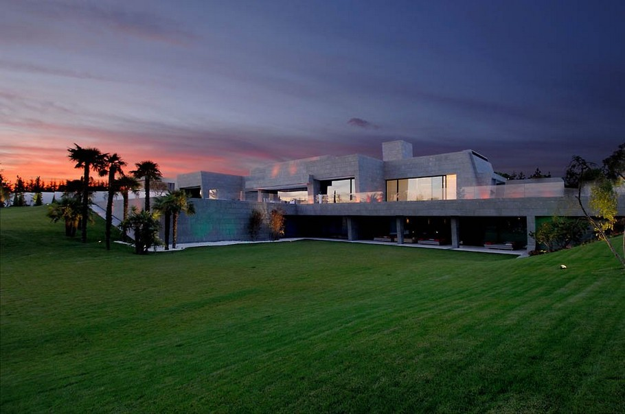 8 Luxurious Contemporary Home by A-cero