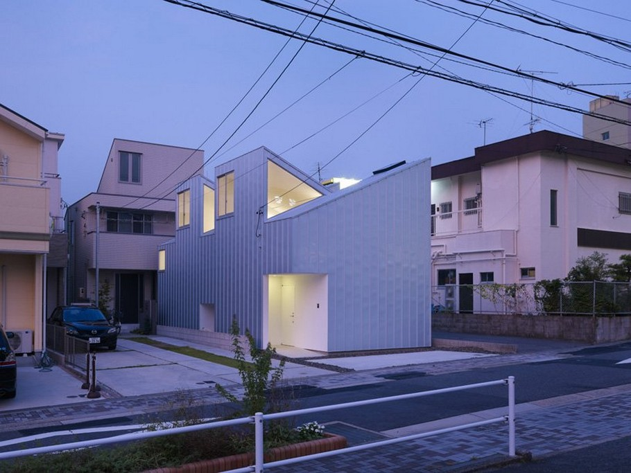 1 Complex House by Tomohiro Hata Architect and Associates