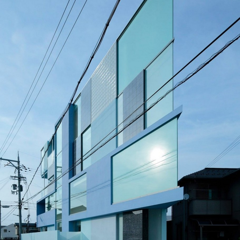 1 Modern 'On the Corner' Building by EASTERN Design Office