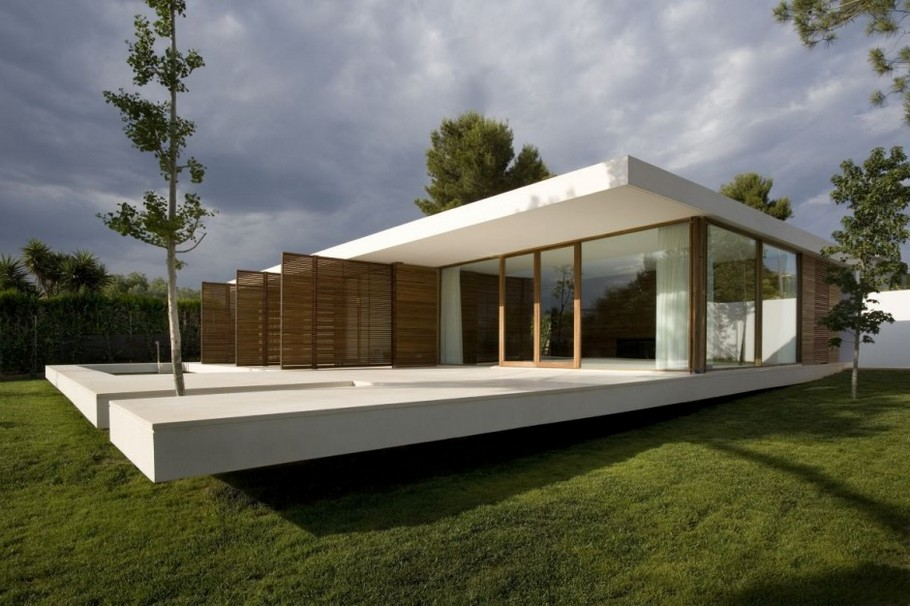 1 SRR House by Silvestre Navarro Architects