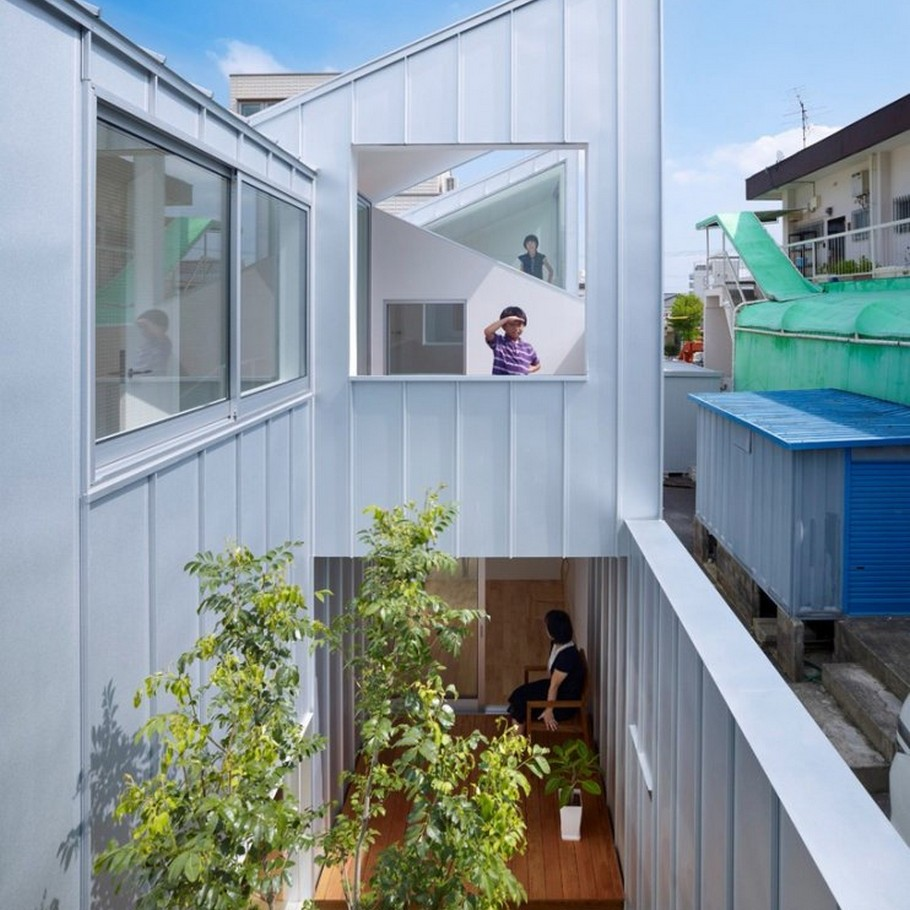 2 Complex House by Tomohiro Hata Architect and Associates