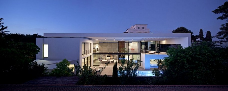 2 Haifa House by Pitsou Kedem Architects