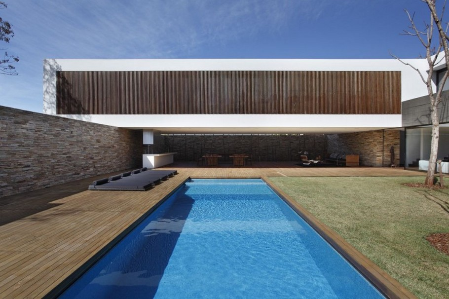 7 SN House by Studio Guilherme Torres