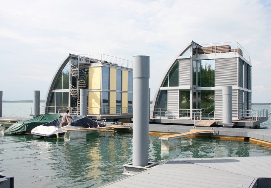 Contemporary Floating Home in the Lusatian Lake District, Germany (10)