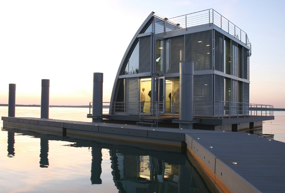 Contemporary Floating Home in the Lusatian Lake District, Germany (13)