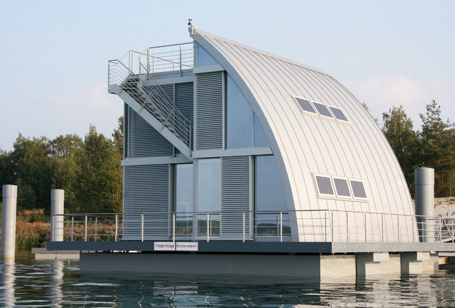 Contemporary Floating Home in the Lusatian Lake District, Germany (3)