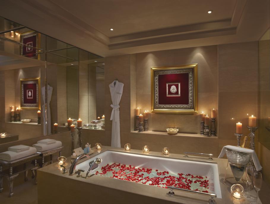 Luxury-Hotel-Leela-Palace-Udaipur-India 7