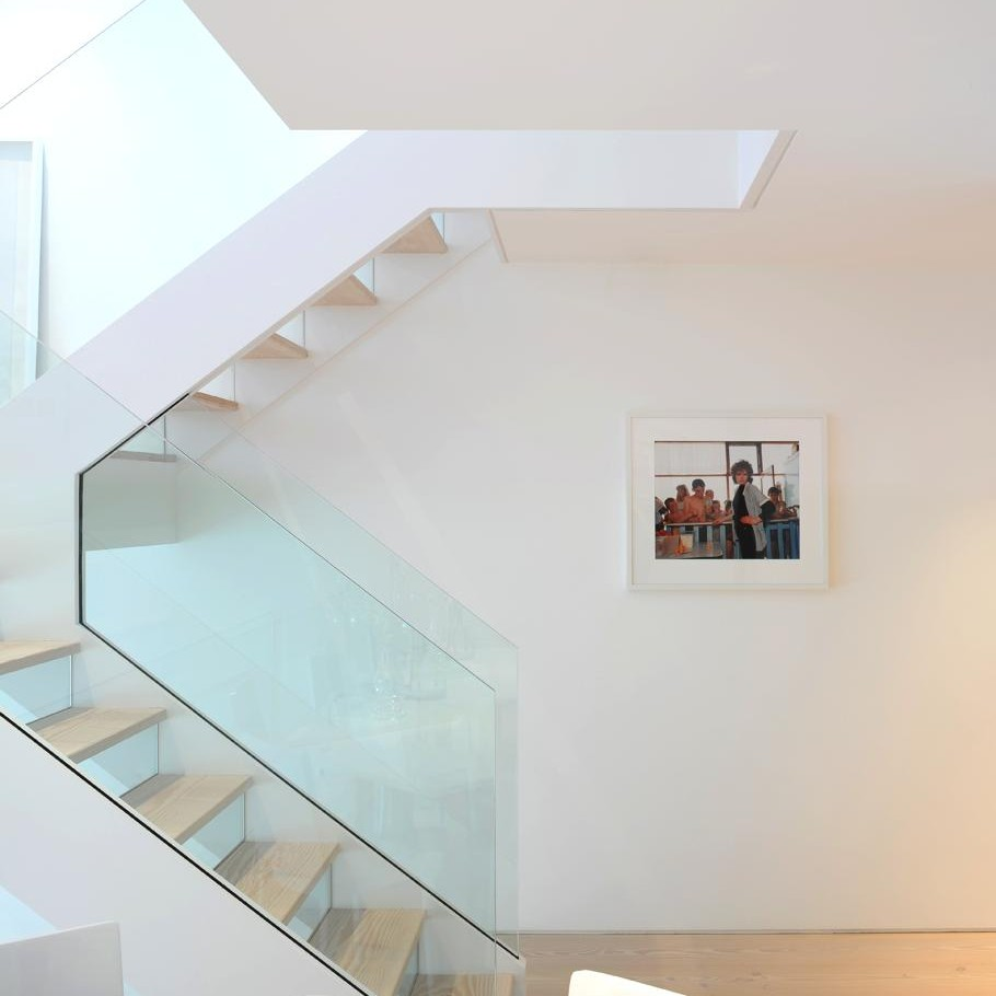 Contemporary-London-Apartment-02