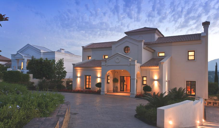 Contemporary-Spanish-Villa-Marbella-07