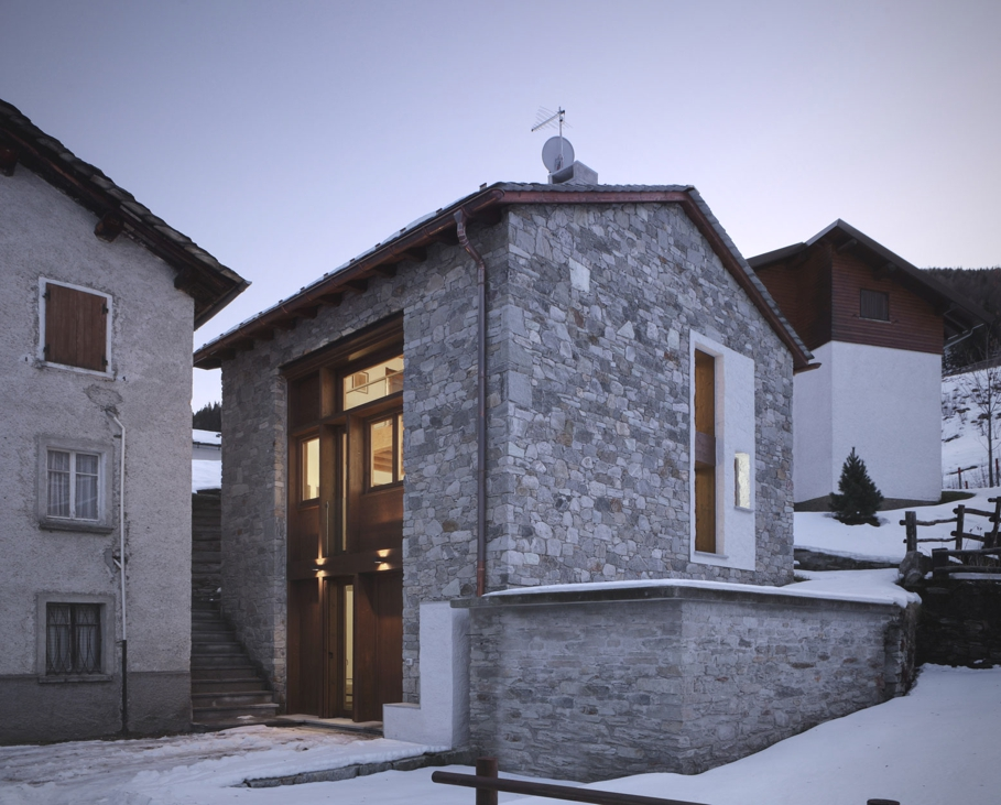 Contemporary-Italian-Barn-Lombardy-Region-01