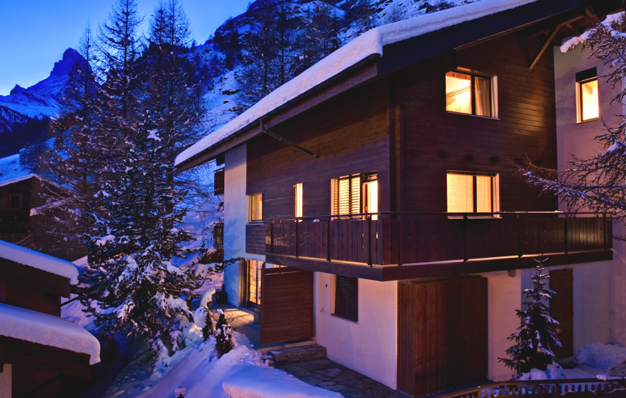 Luxury-Swiss-Chalet-05