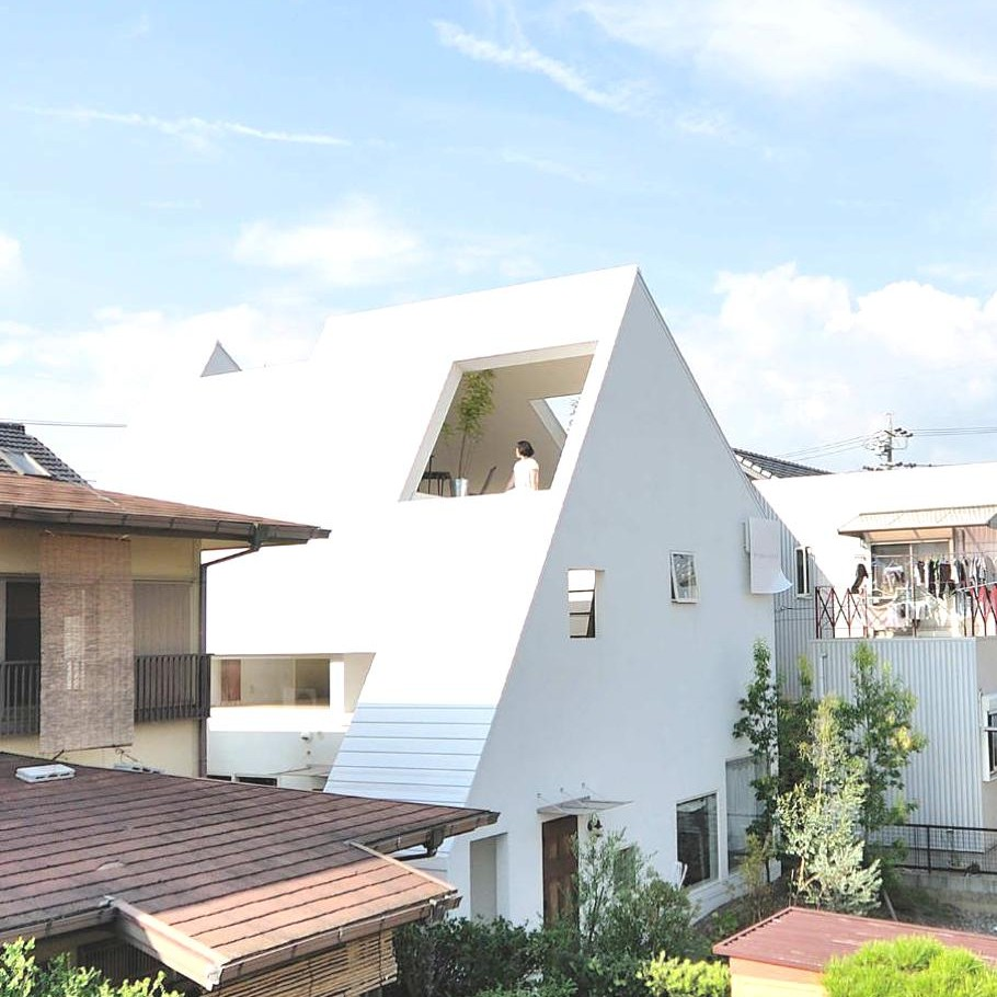 The compact montblanc house japan adelto adelto for Montblanc house