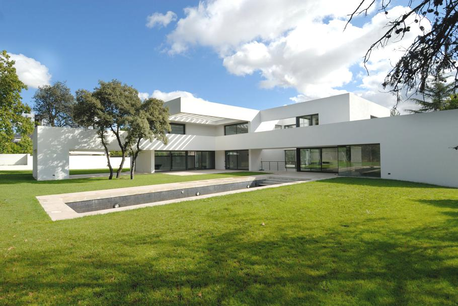 Contemporary-Property-Madrid-01
