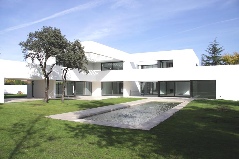 Contemporary-Property-Madrid-02