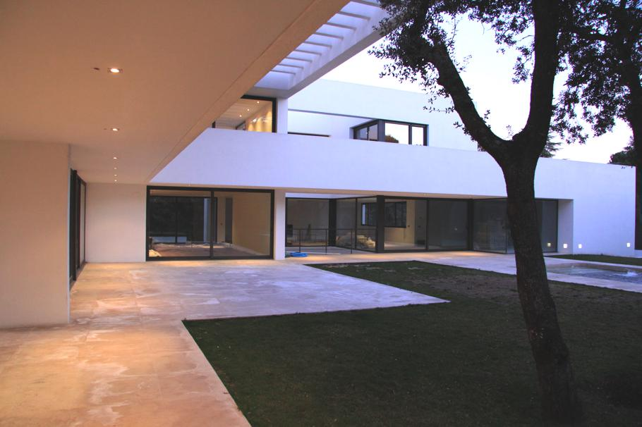 Contemporary-Property-Madrid-09