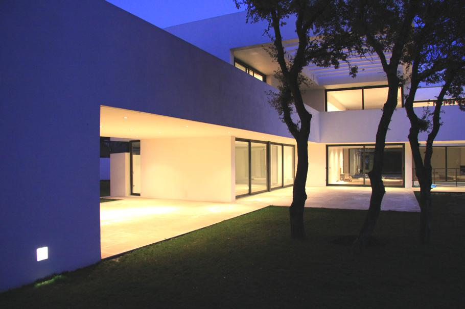 Contemporary-Property-Madrid-11