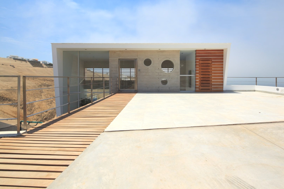 Contemporary-Beach-House-Peru-03-jpg
