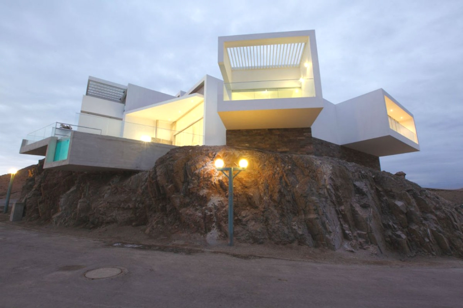 Contemporary-Property-Lima-03