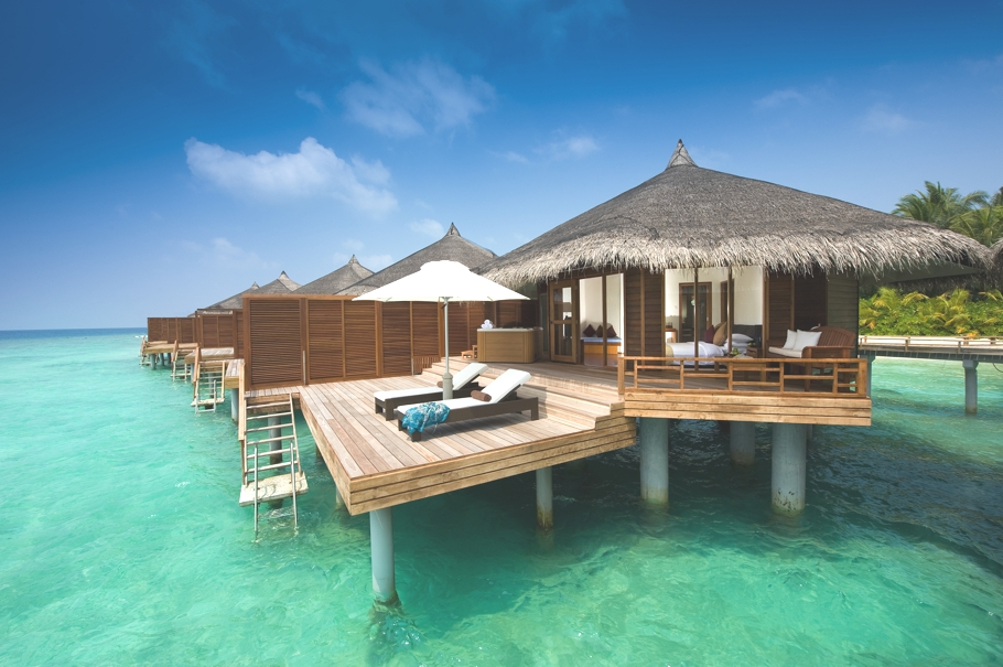 luxury tropical paradise kuramathi island resort maldives adelto adelto. Black Bedroom Furniture Sets. Home Design Ideas