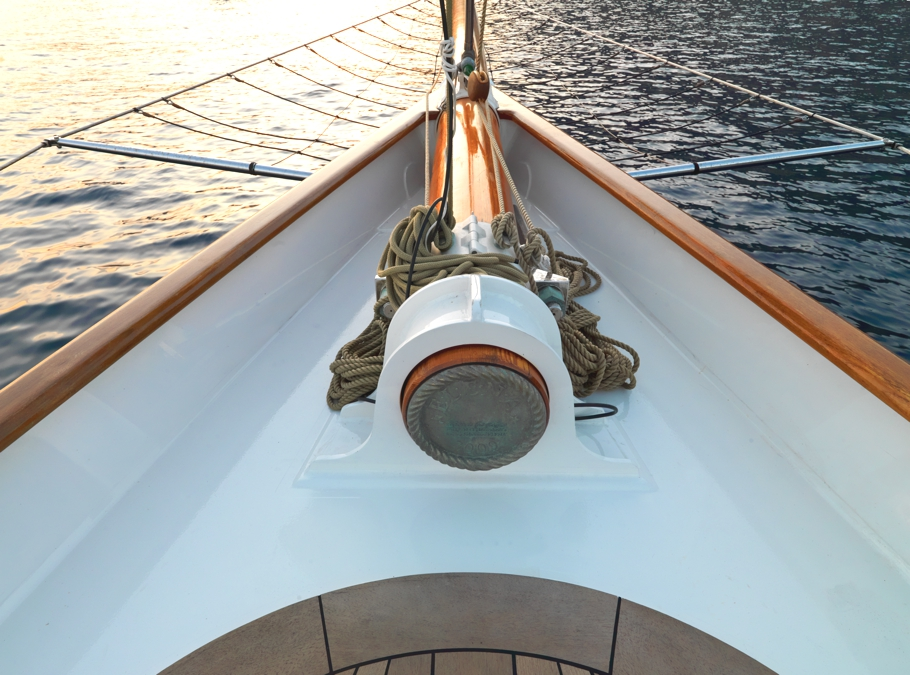 Luxury-Yacht-ELANA-01