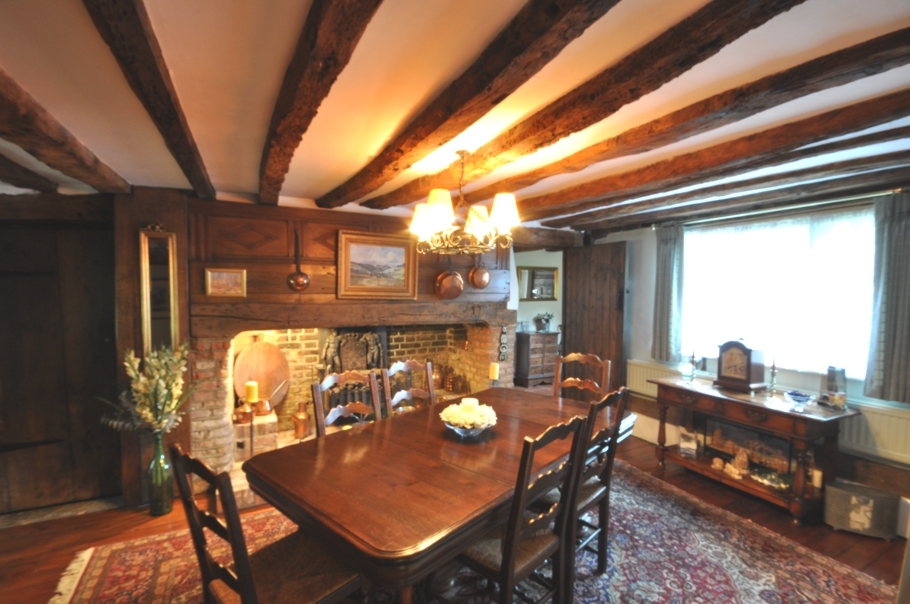 Traditional-English-Cottage-03