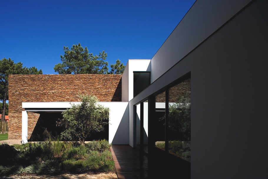 Contemporary-Property-Portugal -02