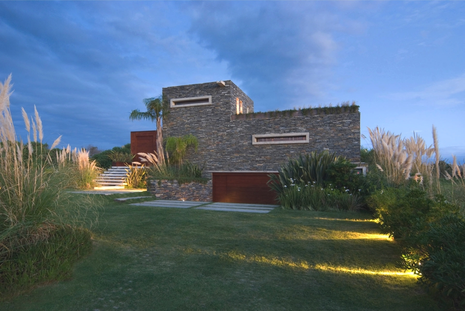 Contemporary-property-Uruguay-00