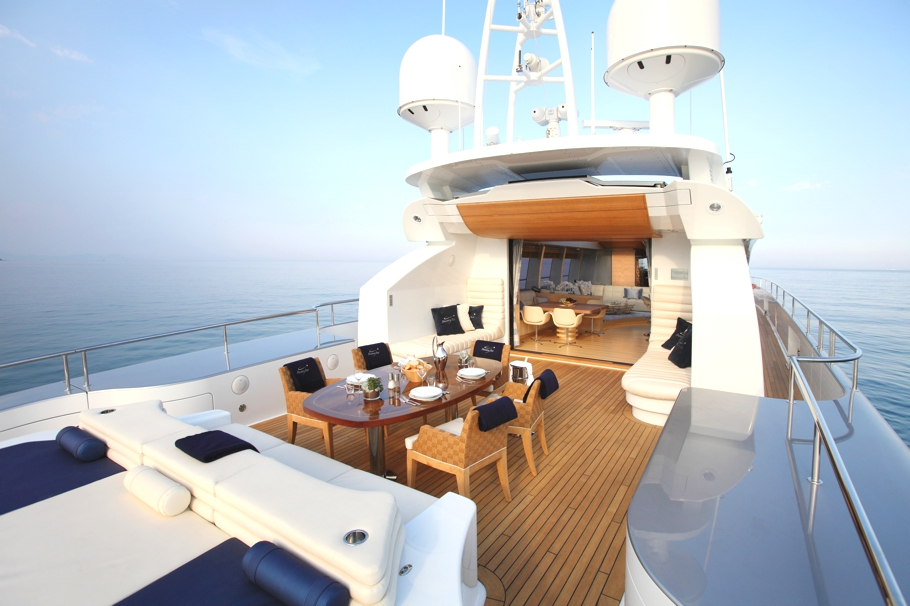 Luxury-Yacht-Shooting-Star-09