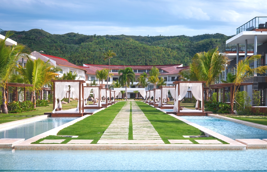 Luxury-Caribbean-Hotel-01