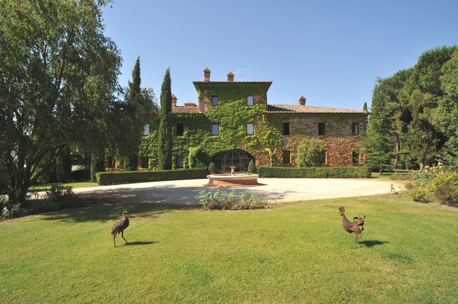 Luxury-Tuscan-Villa-04
