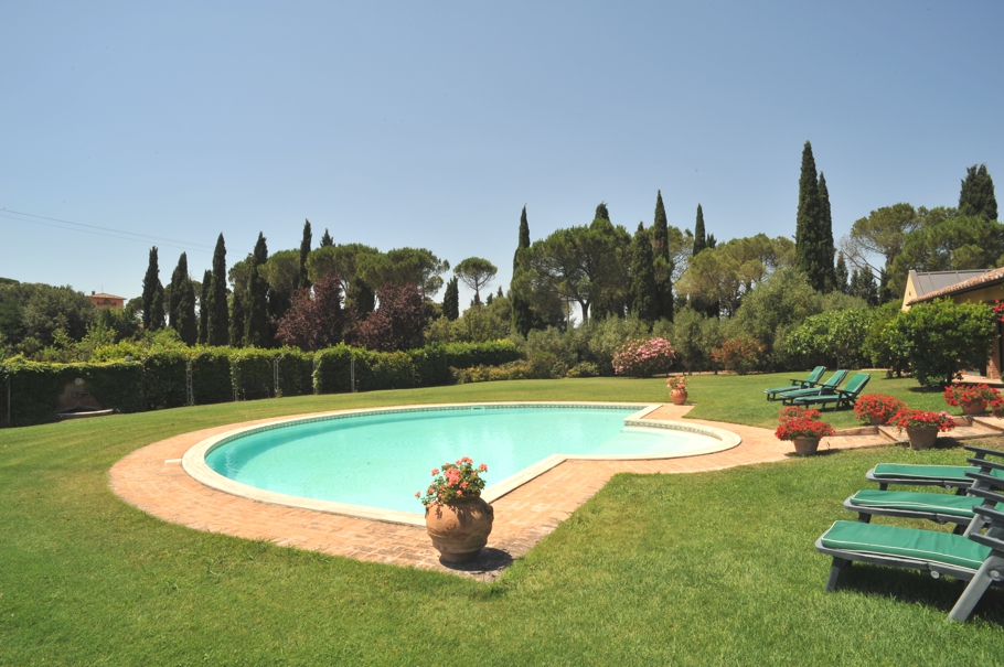 Luxury-Tuscan-Villa-11