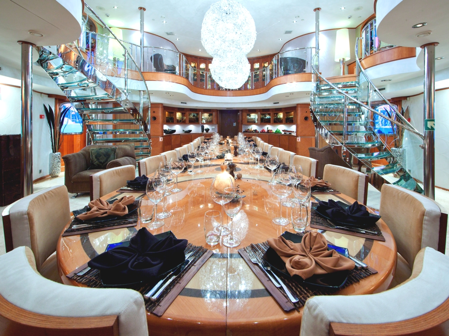 Luxury yacht sherakhan adelto adelto for Luxury motors of bay area