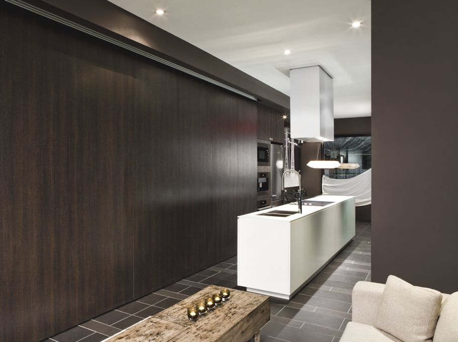Contemporary-Apartment-Toronto-Canada-12