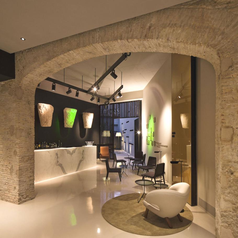 Interior design of the contemporary caro hotel spain for Design hotels spain