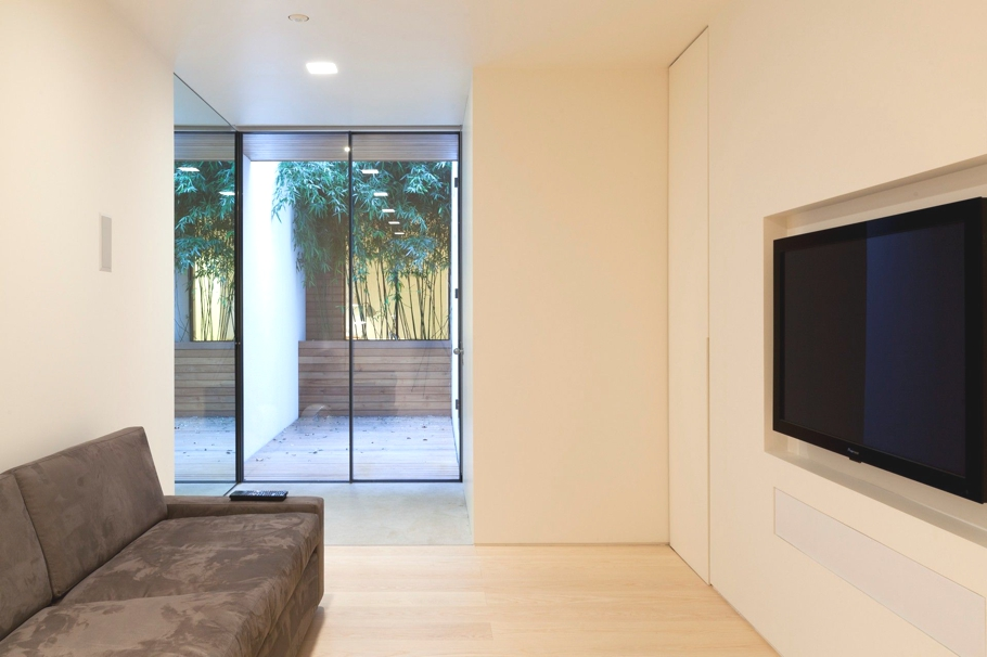 Contemporary-Property-London-England-05