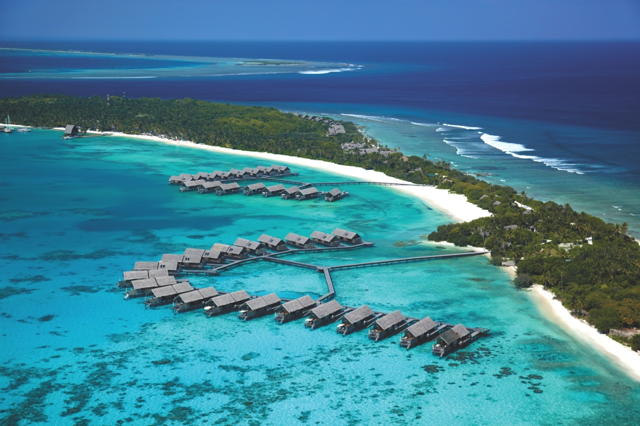 Luxury-Holiday-Resort-Maldives-01