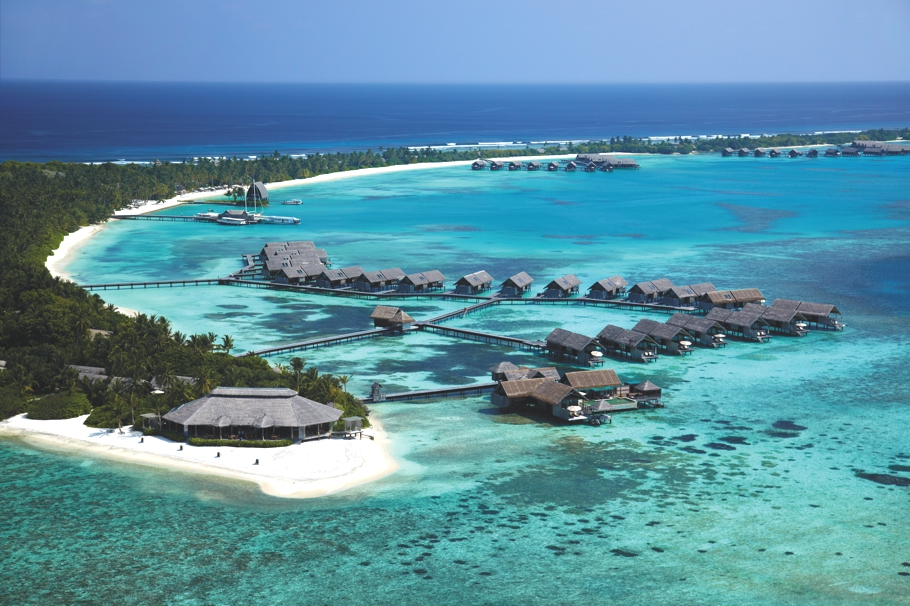 Luxury-Holiday-Resort-Maldives-02
