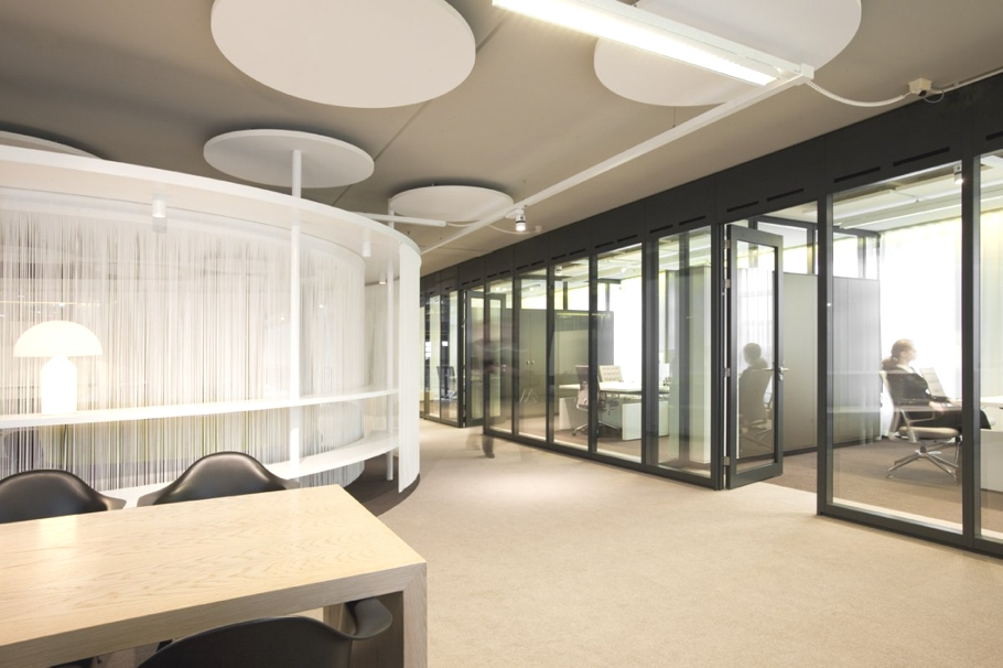 Contemporary bsh office the netherlands adelto adelto for Modern office design concepts
