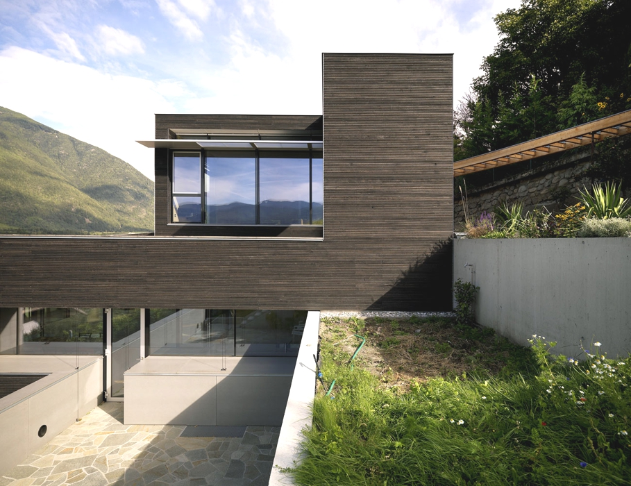 Contemporary-property-Italy-00
