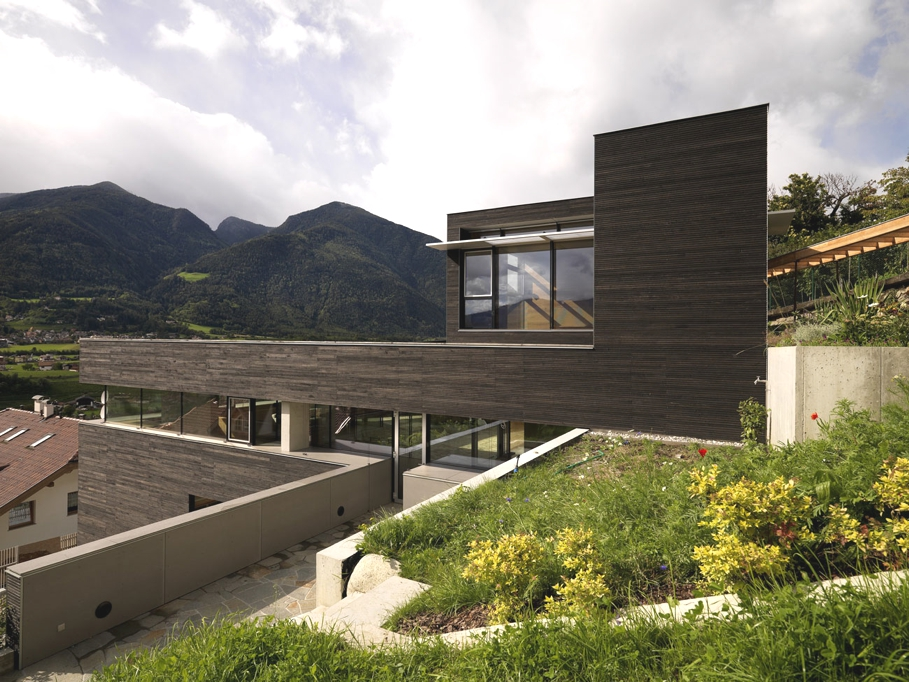 Contemporary-property-Italy-01