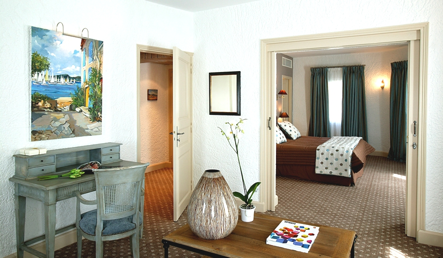 Luxury-French-Hotel-10
