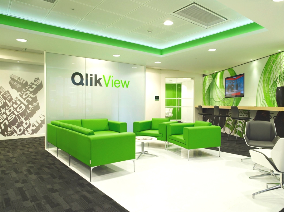 Contemporary office design qliktech england adelto adelto for Ultra modern office building design