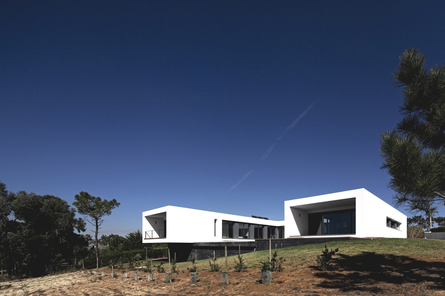 Contemporary-Property-Design-Portugal-00