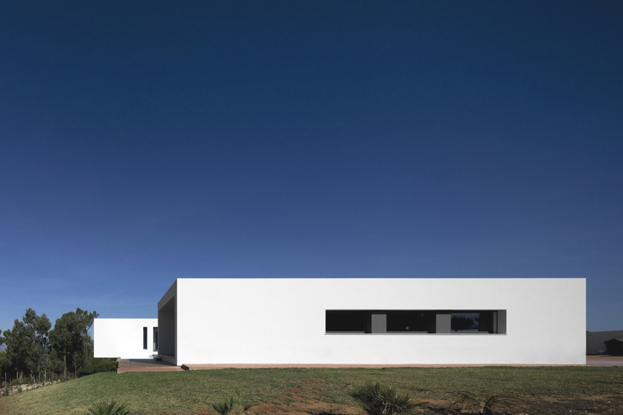 Contemporary-Property-Design-Portugal-02